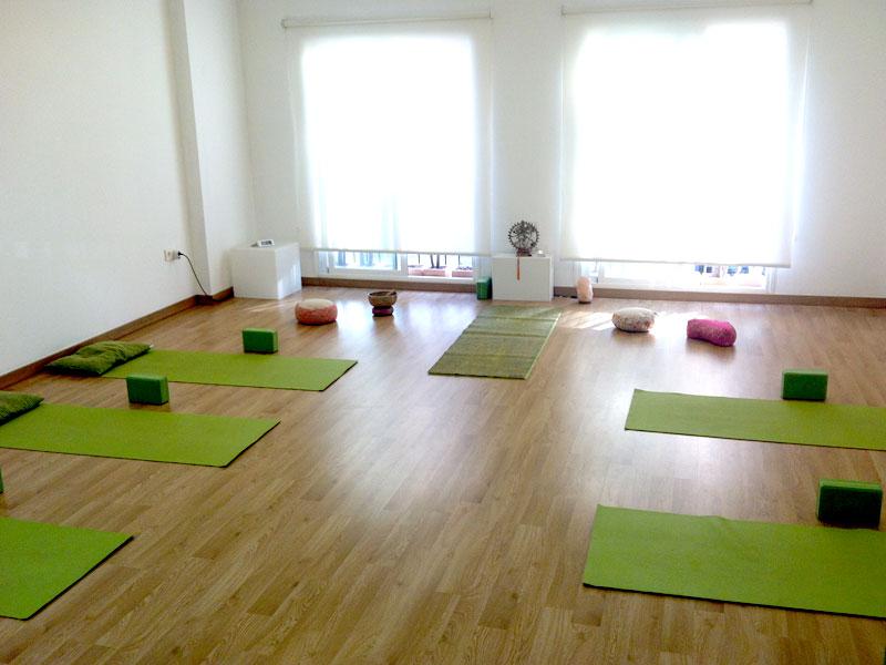 Santosa yoga yoga pilates meditaci n comida sana - Salas de meditacion ...